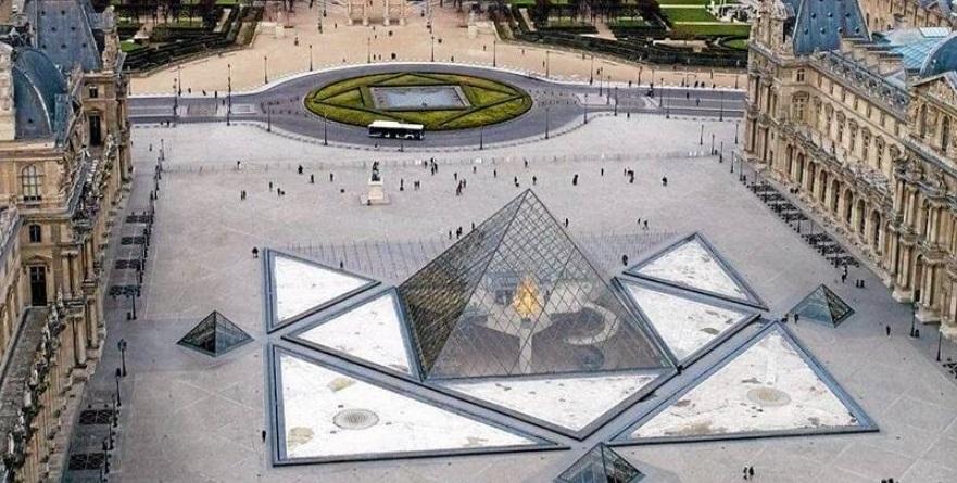 A grande Pirâmide de vidro